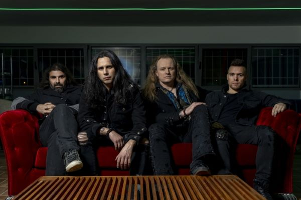 FIREWIND präsentieren ihr Lyric Video zu 'Break Away'