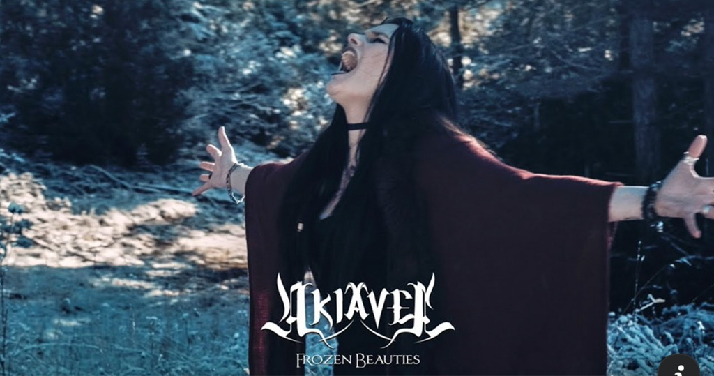 AKIAVEL – Neues 'Frozen Beauties' Video der Franco-Deather