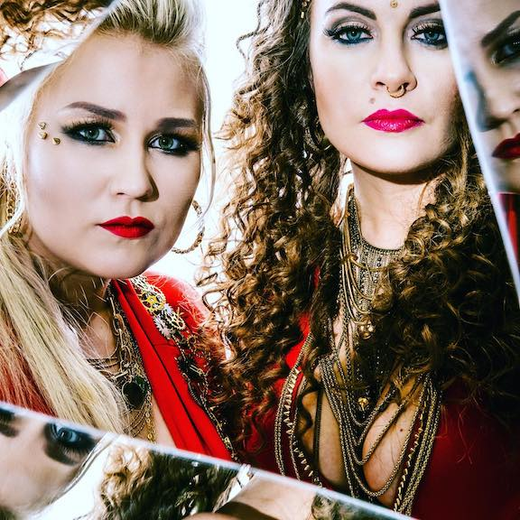 You are currently viewing LAURENNE /LOUHIMO – Die Metal-Ladies enthüllen ihr 'The Reckoning' Clip