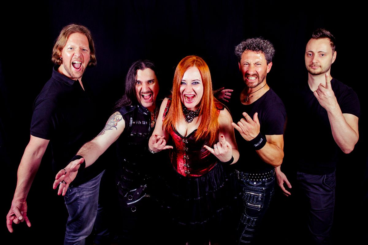 You are currently viewing INNER CORE – Neue Symphonic Klange im 'Stay True To Your Heart' Clip