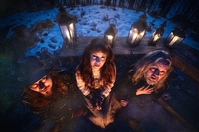 You are currently viewing Nightwish-Ableger AURI – veröffentlicht dritte Folk-Single 'Kiss The Mountain'