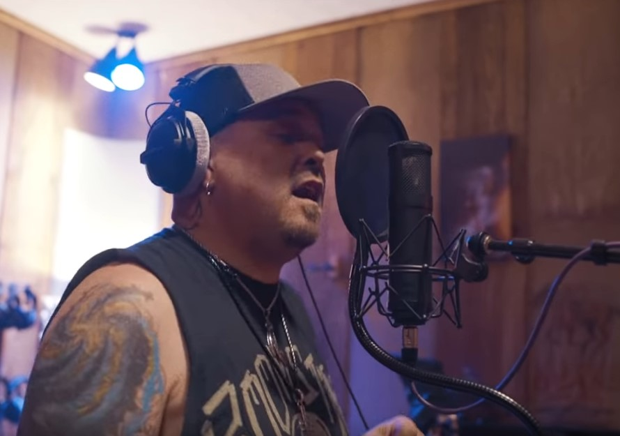 You are currently viewing BLACK STONE CHERRY – 'Give Me One Reason' Cover im Video