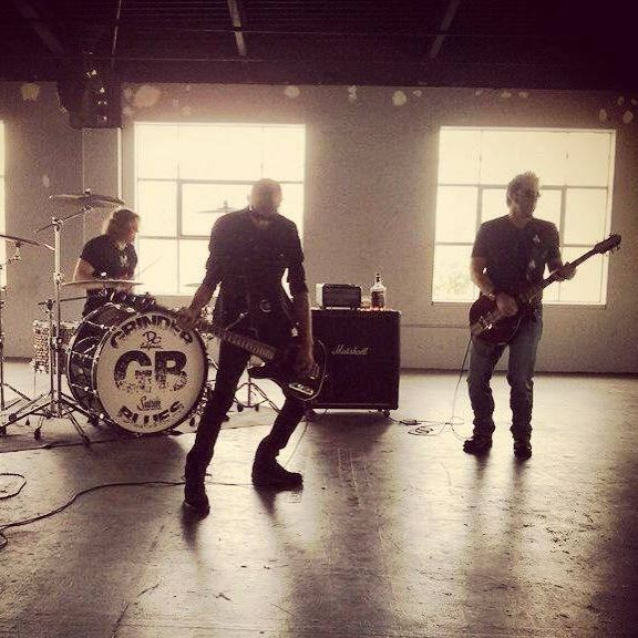 You are currently viewing Hard Rock Blues Trio GRINDER BLUES ft. Doug Pinnick (King's X) – präsentiert 'Who Needs A Spankin' Single und Video