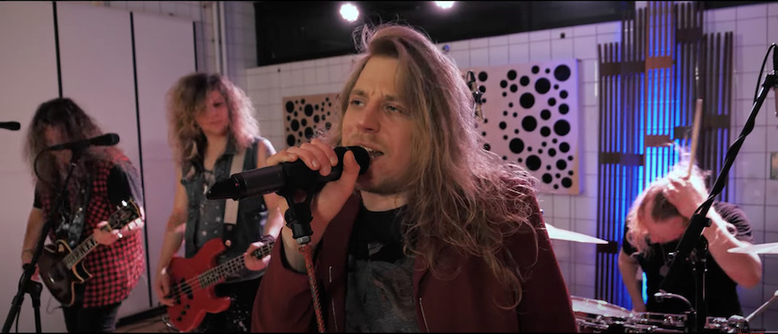 You are currently viewing Hard Rocker TEMPLE BALLS – 'Heart Of A Warrior' Studio-Video
